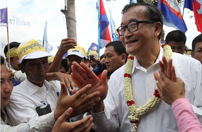 CNRP supporters greet Sam Rainsy at a demonstration in Siem Reap, Sept. 12, 2013. Photo credit: RFA.