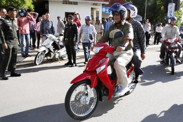 cambodia-hun-sen-rides-motorbike-jun24-2016.jpg