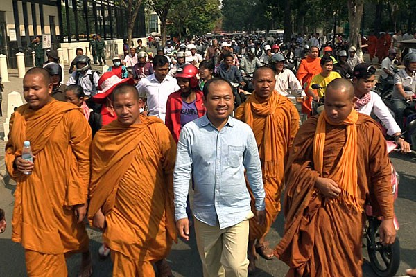 cambodia-kim-sok-courthouse-walk-feb17-2017.jpg