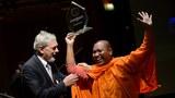 cambodia-luon-sovath-award-oct-2012.jpg