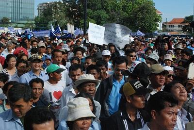 Demonstrators protest against Kem Sokha in Phnom Penh on June 9, 2013. Photo: RFA.