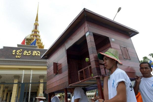 cambodia-world-habitat-protest-house-oct-2014.jpg