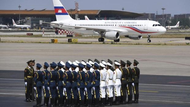 hun-sen-airplane-china-crop.jpg