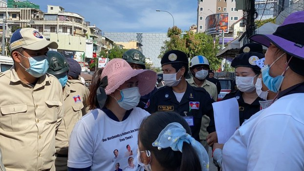 Security forces confront members of the 'Friday Wives' group outside of the Phnom Penh Municipal Court in Phnom Penh, Jan. 8, 2021.