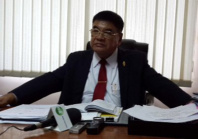 Senior CPP member and National Assembly Finance Commission chairman Cheam Yeap sits in his office in Phnom Penh, Oct. 10, 2013. Photo credit: RFA.