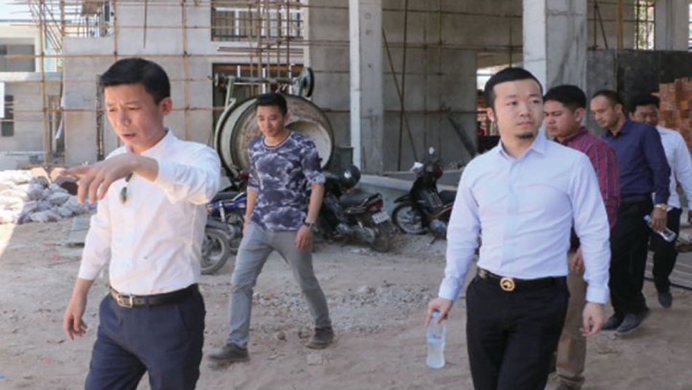 Chen Zhi pictured (right), visiting a Prince Group construction site in Sihanoukville, accompanied by company vice president Qiu Guo Xing (left), in an advertorial in the Phnom Penh Post April 27, 2017