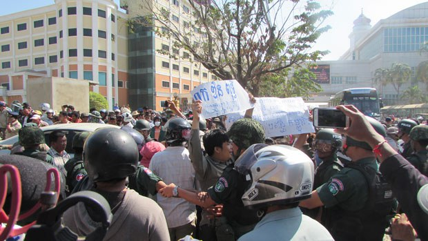 Demonstrators Demand Release of CNRP Official Held in 'Fake' Accident
