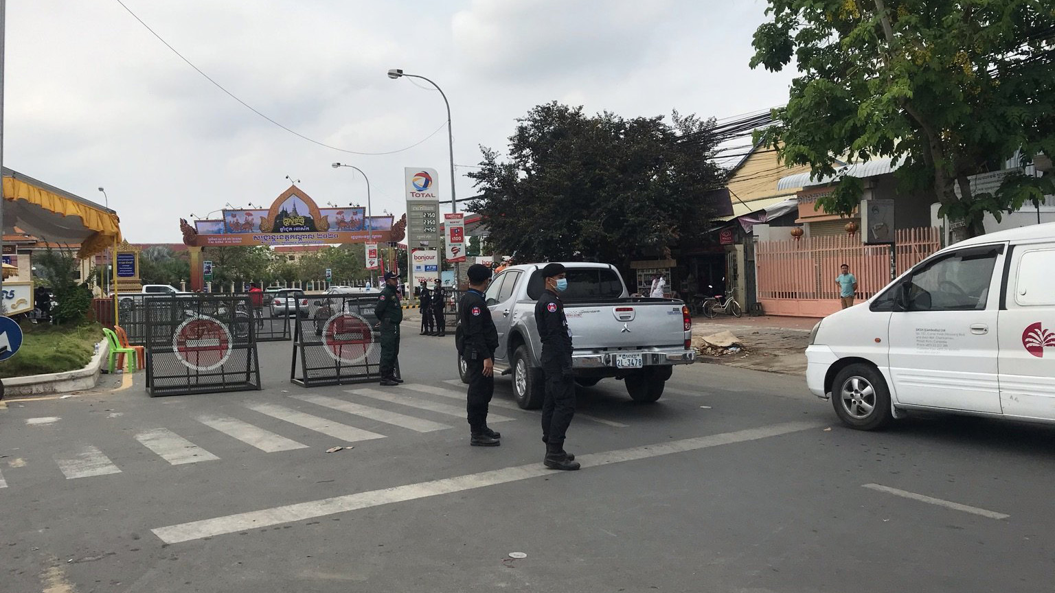 Military Police block a road in Phnom Penh after Hun Sen's travel ban goes into effect, April 10, 2020.