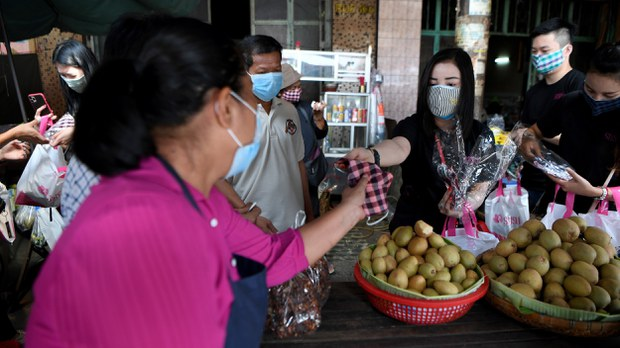 cambodia-virus-vendor-march-2020.jpg