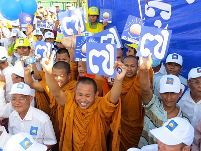 Monks join the Cambodia National Rescue Party rally in Kompong Cham, July 26, 2013. Photo credit: RFA.