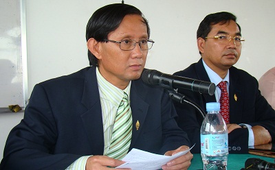 Sam Rainsy Party spokesman Yim Sovann (l) at a press conference in Phnom Penh, Sept. 20, 2012. Credit: RFA.