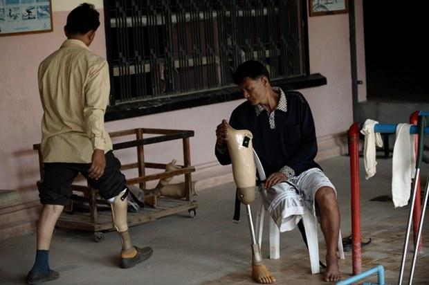 cambodia-disabled-rehab-center-feb18-2009.jpg