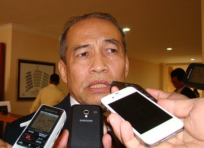 Im Sousdey speaks to after being re-elected head of the National Election Committee, Oct. 11, 2012. Photo credit: RFA.