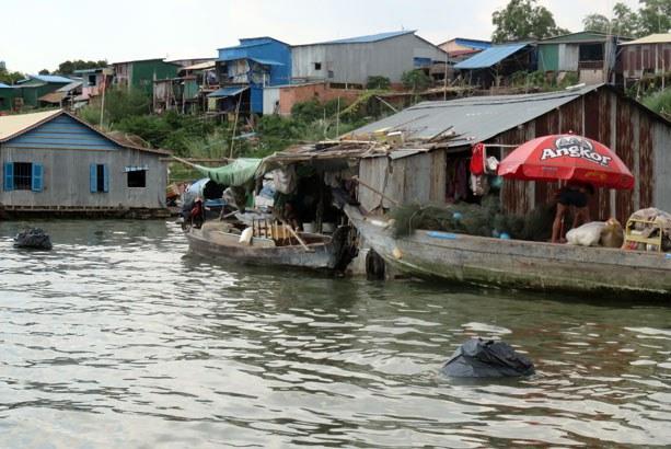 cambodia-vietnamese-floating-houses-june-2015.jpg