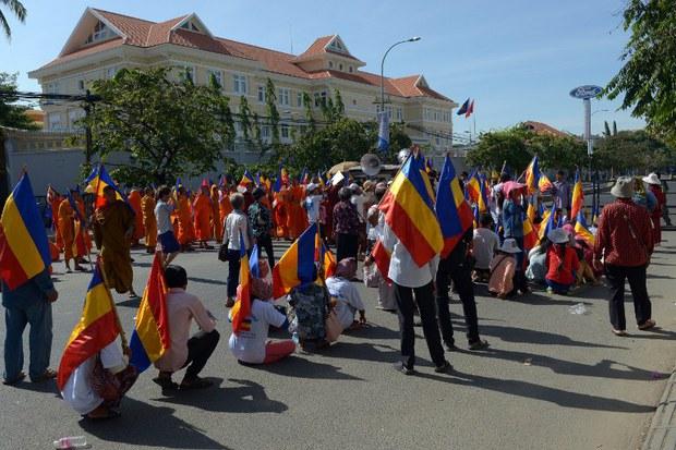 cambodia-vietnam-embassy-protest-aug-2014.jpg