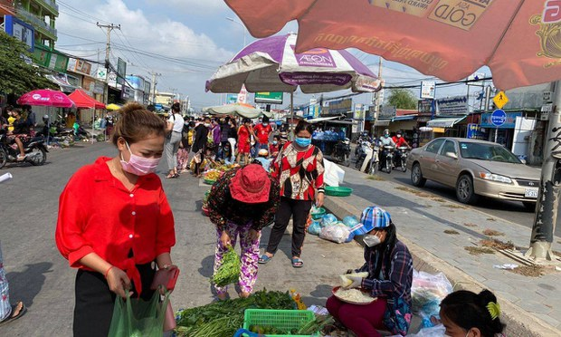 Hun Sen Pushes Vaccines, But Many Cambodians Say Food is Their Priority