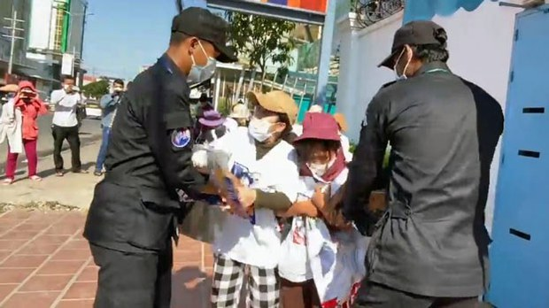 Cambodia Police Rough Up 'Friday Wives' of Jailed Opposition Politicians