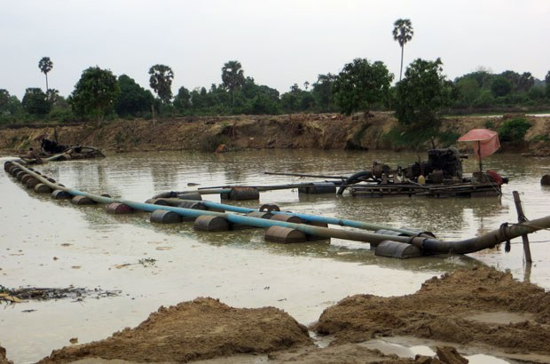 cambodia-illegal-sand-dredging-kandal-province-march27-2015.jpg