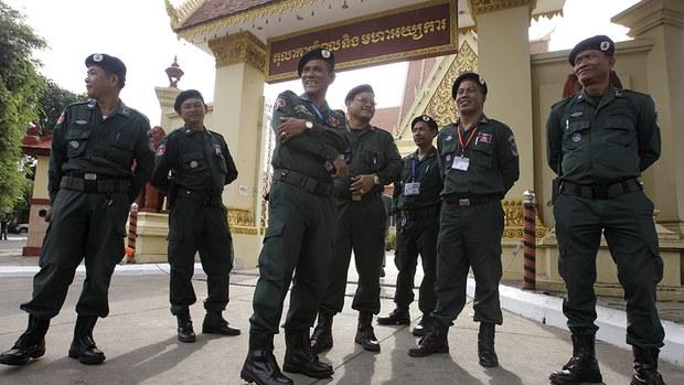 cambodia-supreme-court-guards-oct-2017.jpg