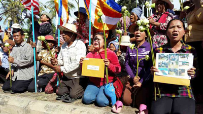 Villagers petition foreign embassies in Phnom Penh to pressure the government to release 17 activists and monks, Nov. 18, 2014.
