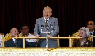 Norodom Sihanouk (C) speaks during a ceremony at the Royal Palace in Phnom Penh, Oct. 30, 2011.