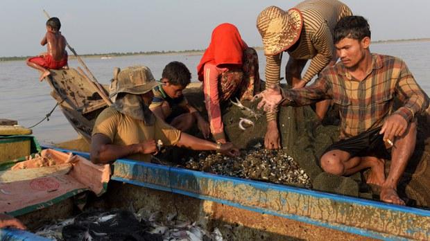 cambodia-tonle-sap-fishermen-april-2018-crop.jpg