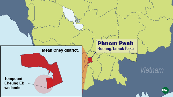 A map shows Phnom Penh's Boeung Tamok Lake and the Tompoun/Cheung Ek Wetlands.