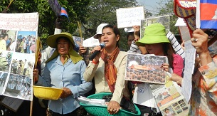 Boeung Kak residents protest in Phnom Penh to demand recognition for land allocated to them, March 22, 2012.