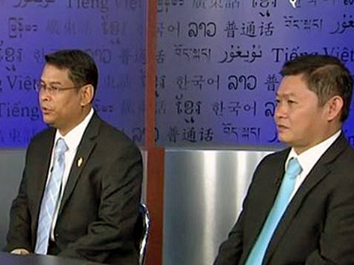 CNRP lawmakers Nhay Chamroeun (L) and Kong Sophea (R) are interviewed at RFA's headquarters in Washington, Dec. 28, 2015.