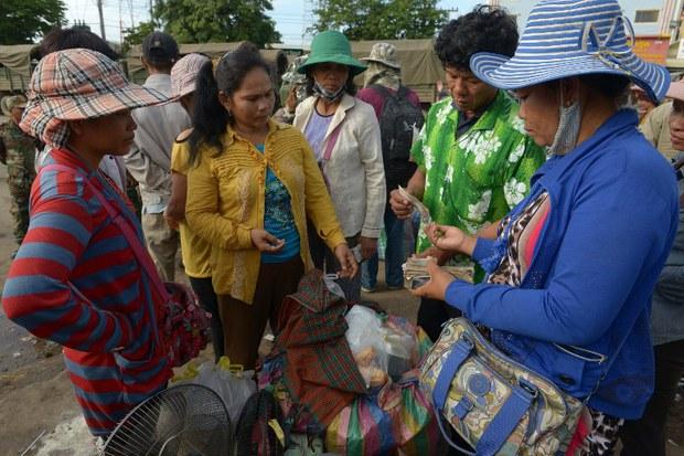 cambodia-thai-migrant-return-june-2014.jpg