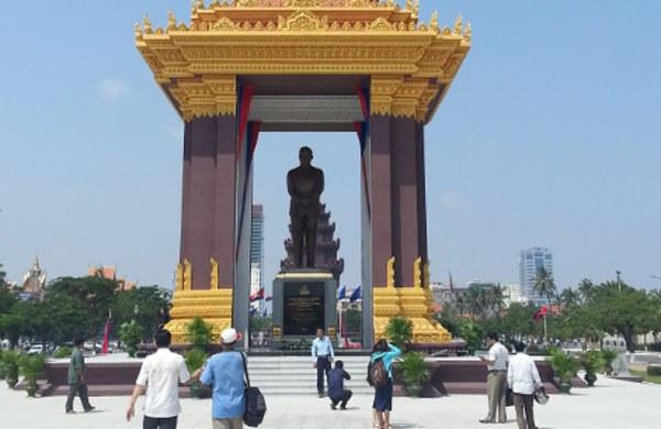 cambodia-sihanouk-statue-oct-2013-600.jpg