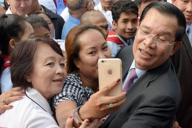 khmer-hunsenselfie-jan132016.jpg