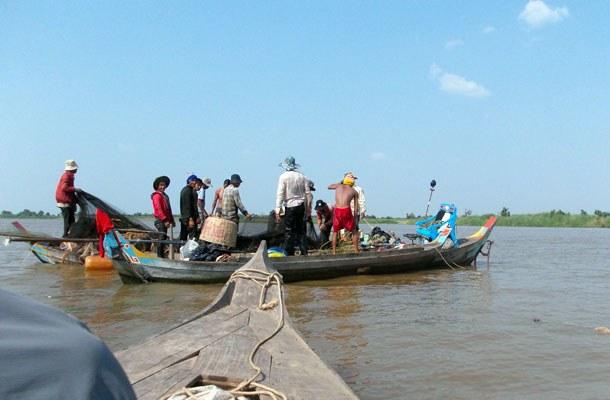 cambodia-tonle-sap-illegal-fishing-june4-2015.jpg