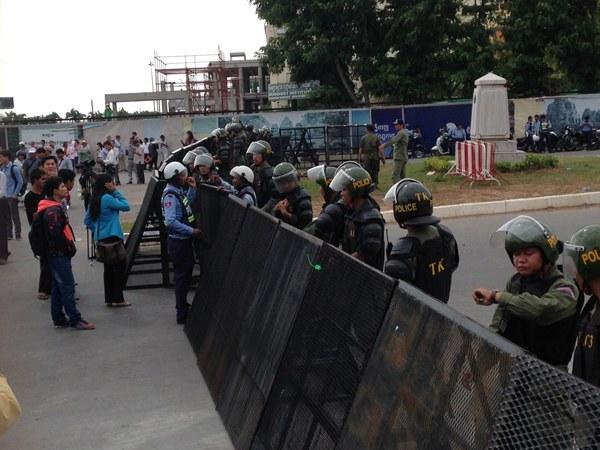 cambodia-police-roadblock-parliament-ngo-law-july13-2015.jpg