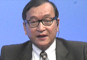Sam Rainsy speaks at RFA in Washington, Nov. 2, 2012.