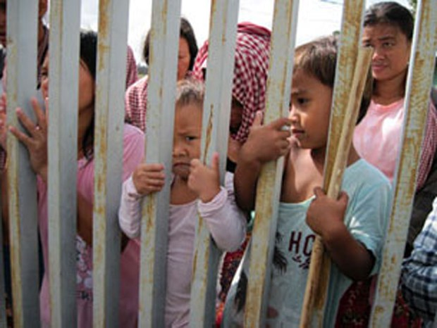 cambodia-villagers-detained-social-affairs-center-jan-2012.jpg