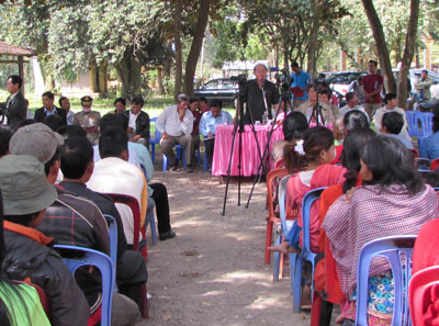 Minister of Health Mam Bunheng meets with villagers from Roka commune, Dec. 18, 2014. Credit: RFA