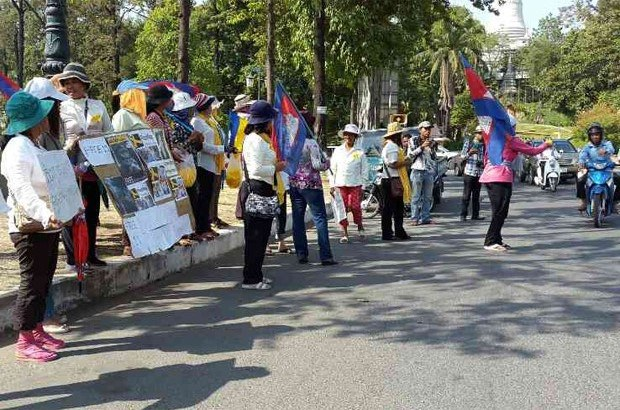 cambodia-land-activists-freedom-park-jan-2015.jpg