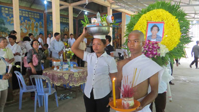 A funeral is held for Mao Sok Chan after he was killed in clashes with authorities in Phnom Penh, Sept. 16, 2013. Credit: RFA