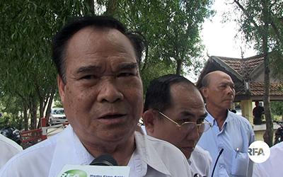 Ho Vann speaks to reporters at Prey Sar prison in Phnom Penh, April 11, 2017.