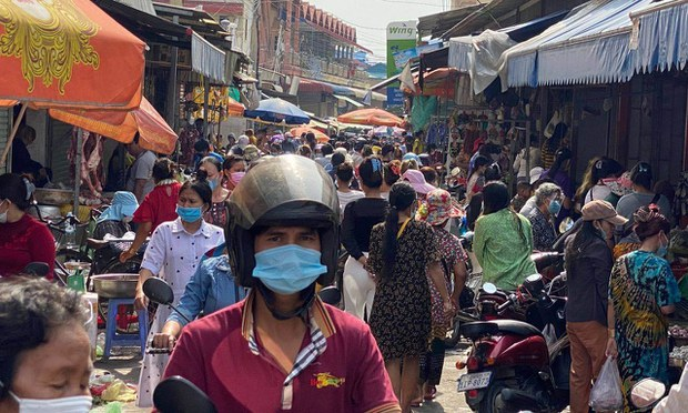 Cambodians Rush to Markets as Hun Sen Imposes COVID Lockdown