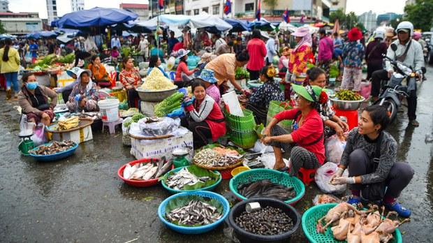 cambodia-vendors-market-phnom-penh-july-2020-crop.jpg