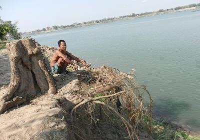 cambodia-sand3-mekong-400