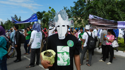 A forest activist is wearing Chut Wutty's mask to mark the World Environment Day in Phnom Penh, June 5, 2012. Credit: RFA