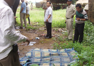 Police search for evidence in the murder of Hang Serei Oudom in Ratanakiri province, Sept. 13, 2012.