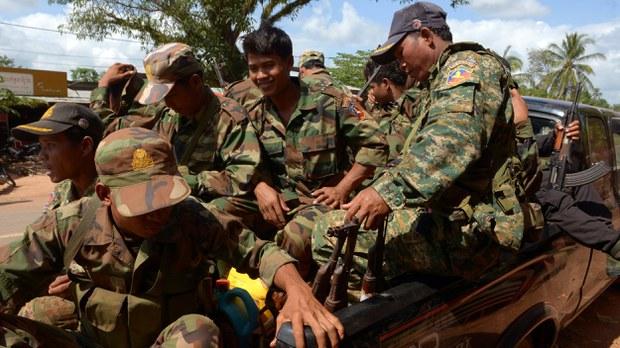cambodia-soldiers-preah-vihear-nov-2013.jpg