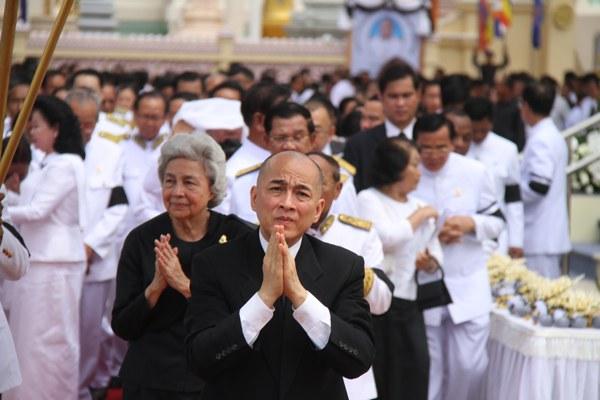 cambodia-king-mourns-chea-sim-june19-2015.jpg