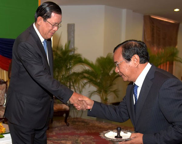 prak-and-hun-sen600.jpg