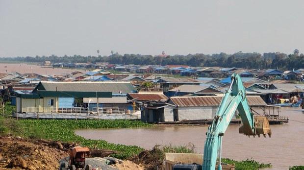 cambodia-vietnamese-floating-village-march-2017.jpg