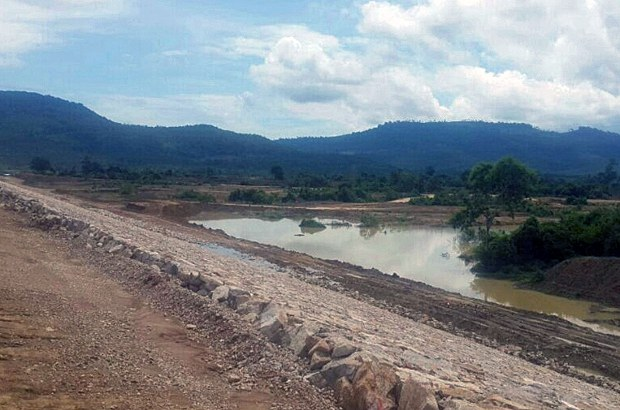 cambodia-dam-project-rotanak-mondol-district-battambang-province-sept17-2015.jpg